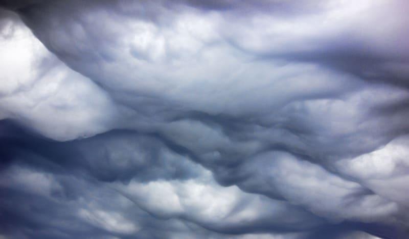 不気味なアスペラトゥス波状雲の写真
