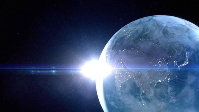 宇宙から見た夜の地球の日本と太陽_光のアイキャッチ