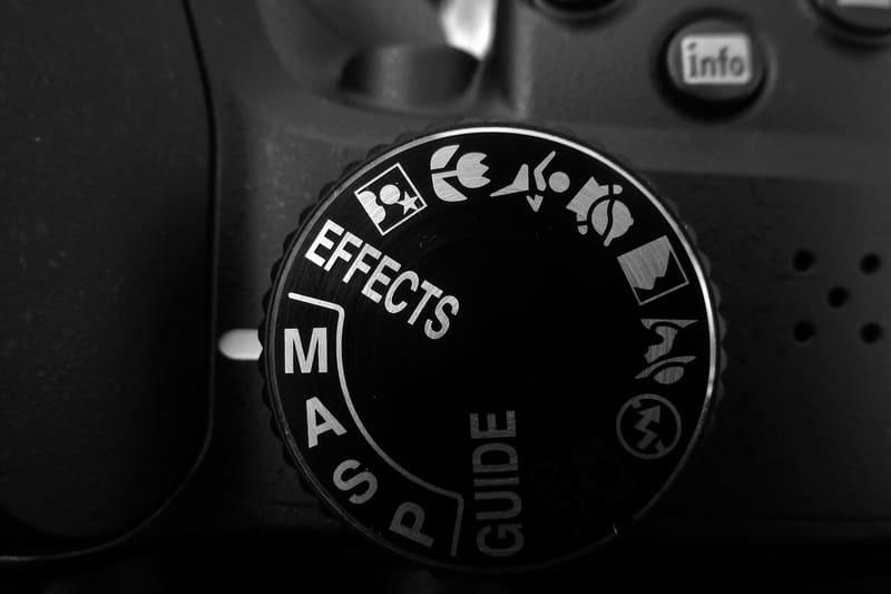 カメラの撮影モード変更ダイヤルをアップに撮った写真
