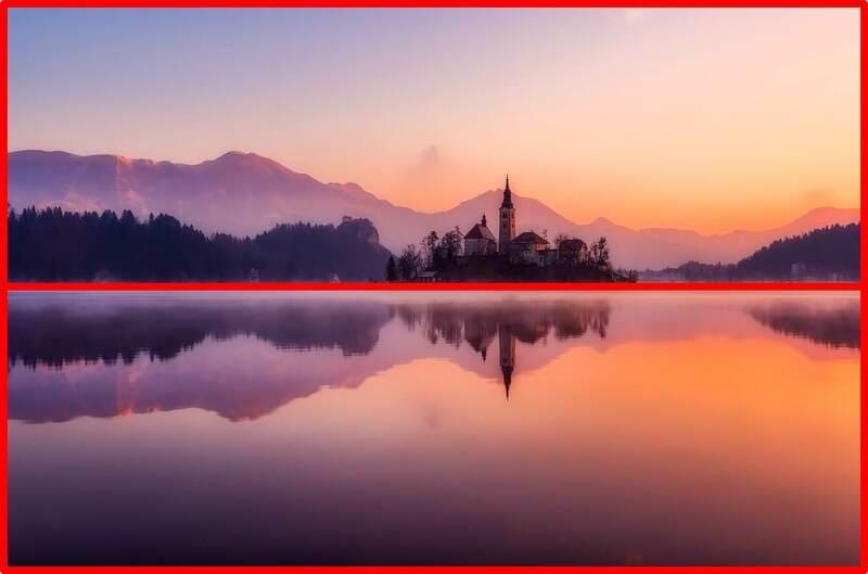 湖に写ったお城の写真