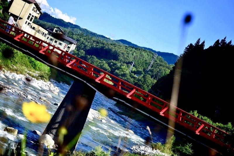 斜め構図を意識した橋の写真