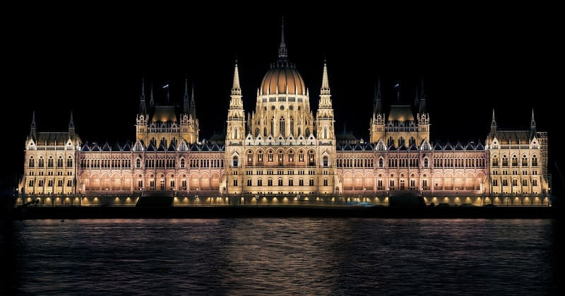 歴史ある大きい建造物の写真