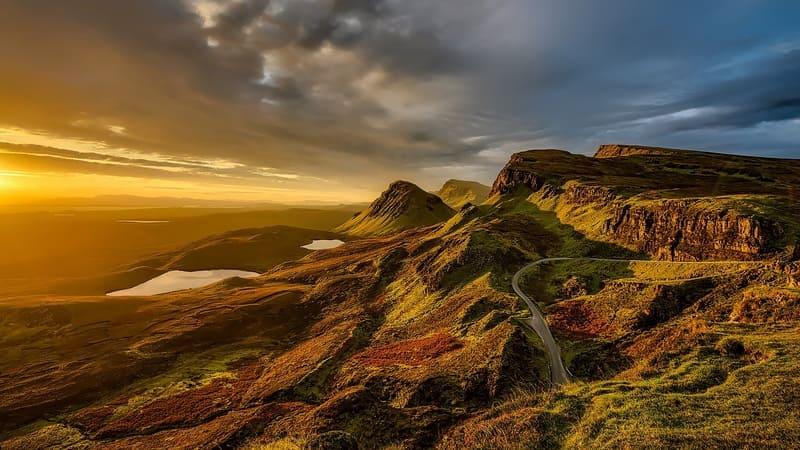 海外の高原からのぞむ夕焼けの写真