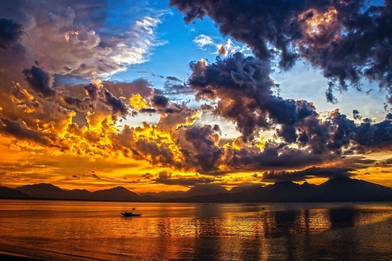 青空と夕焼けの境目