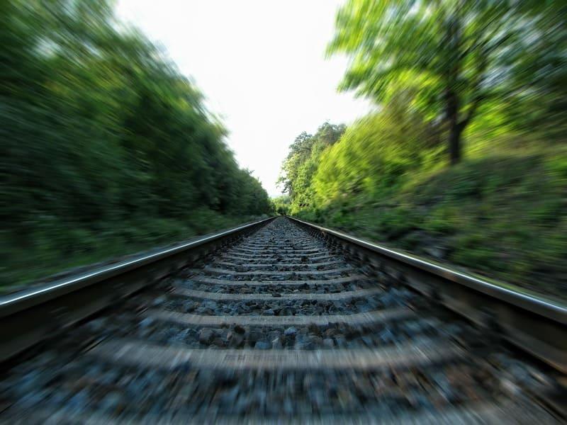 線路の露出間ズーミングの写真