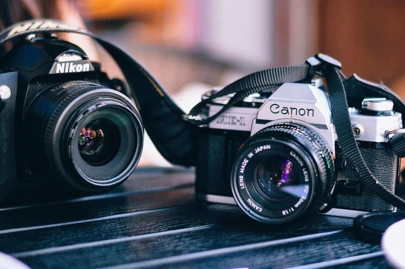 キヤノンとNikonのカメラ