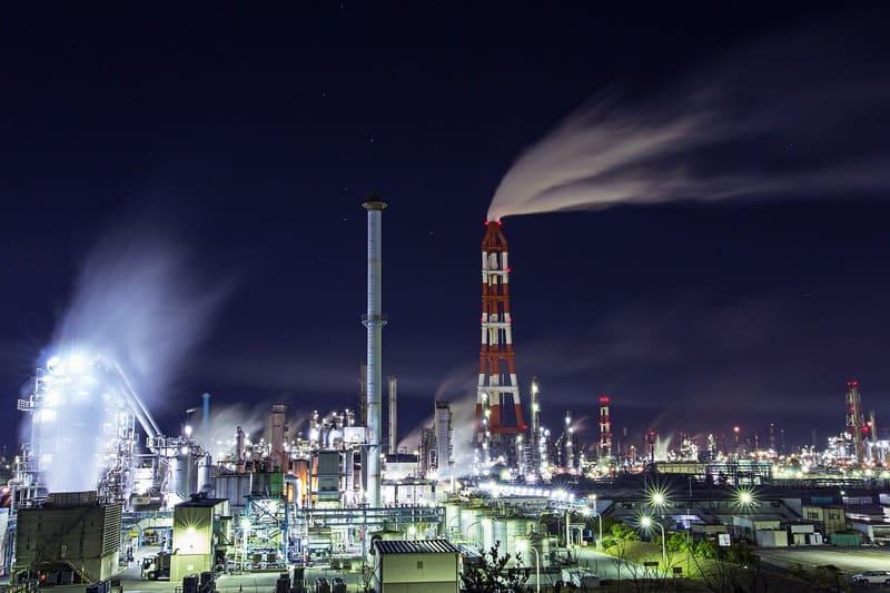 工場夜景の写真煙