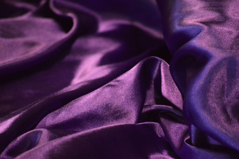 紫色のサテン生地