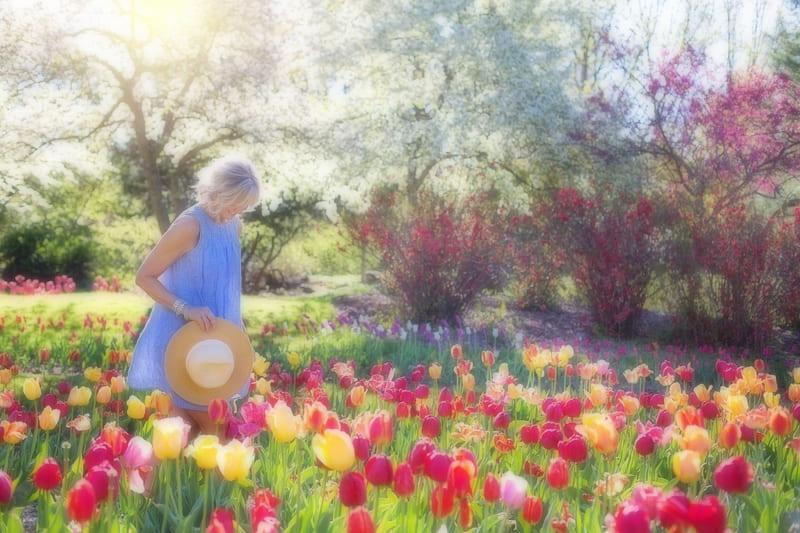 ソフトフィルターの効果が得られた花畑の女性