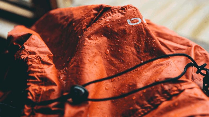 濡れたバッグ
