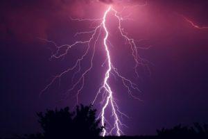 安全第一!雷を撮るためのポイントと設定を紹介!よくある勘違いと注意点とは?