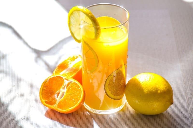 オレンジとレモンとジュース
