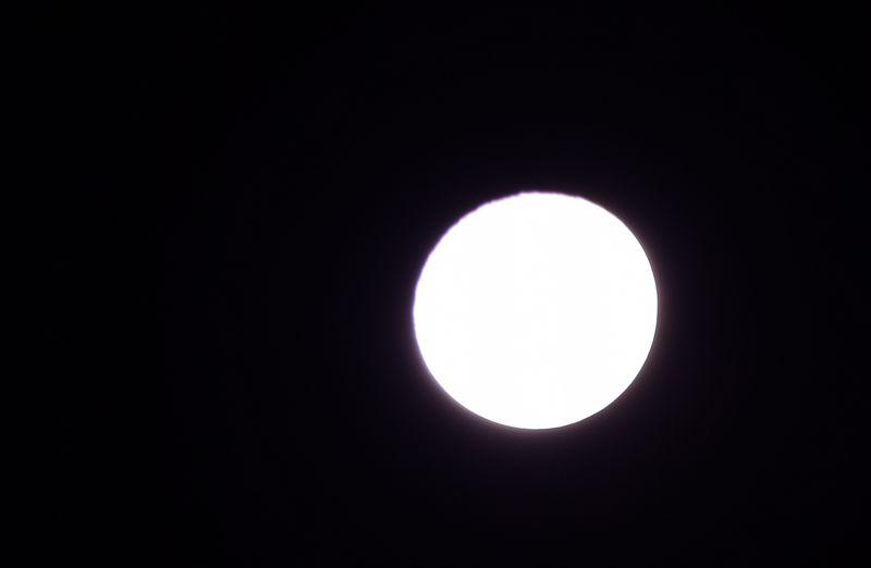 白とびしてる月