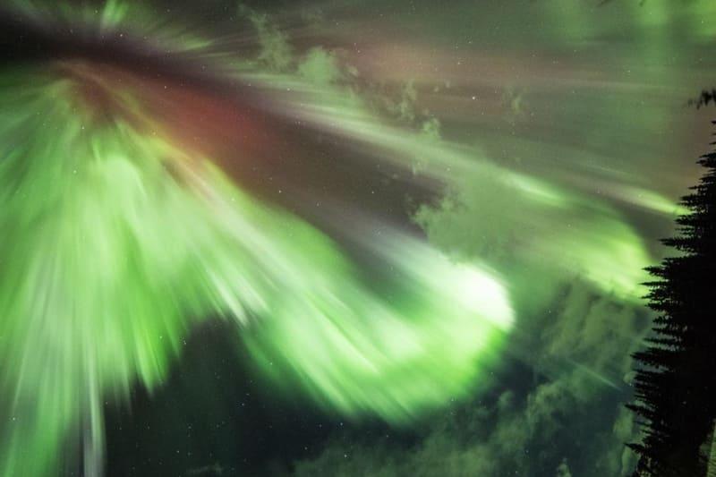 オーロラ爆発をしたから見た写真