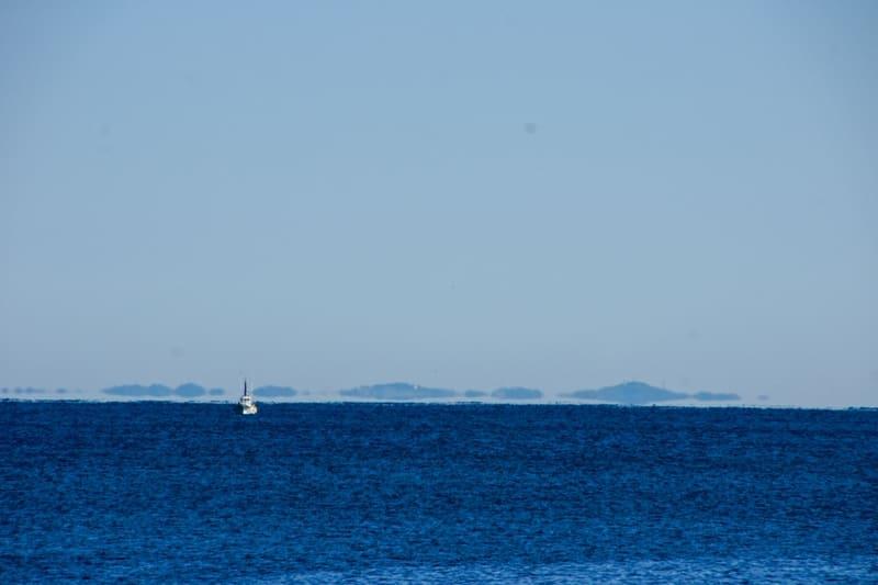 海面に浮かんでいるように見える浮島現象